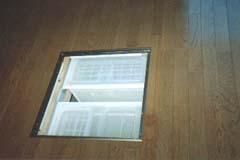 床下収納庫(スライド式で3つまで入ります)