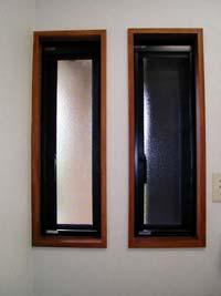 洗面所の採光用窓。防犯面を考慮した特寸サイズ。