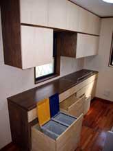 ゴミ箱も収納できる造付キッチンストッカー