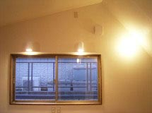 室内空間に広がりがうまれる勾配天井