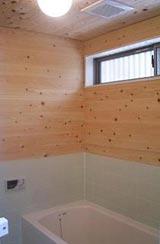 桧の香り漂う浴室