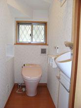 階段下を利用したトイレ