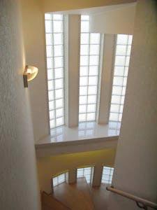 階段室~2階から望む