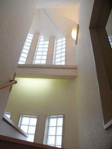階段室~1階から見上げる