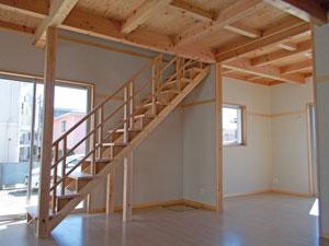 造作階段が印象的なLDK