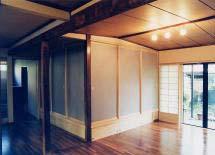 扉を閉めると、独立した和室に。