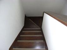 塗装により、生まれ変わった階段。
