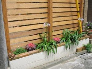 道路側にも花壇を設けました