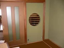 和室。丸窓を新設