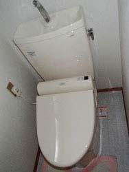 床をPタイルで張替え、トイレ交換