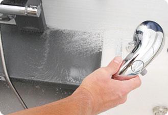 最後はシャワーでしっかり洗剤を流します。