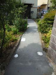 砂利敷きだったアプローチをコンクリート舗装