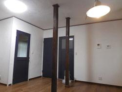 LDK(施工後)間取り変更。柱は塗装を施し、以前のおうちの面影を残しました。