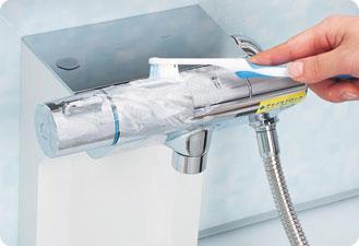 とれない水アカやくもりは歯磨き粉(塩入りのものは避ける)やカーワックスをつけた歯ブラシで軽く磨きましょう。