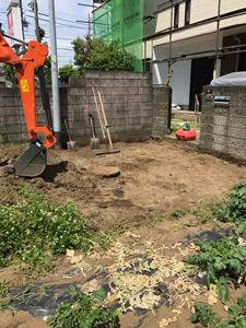 表面の土を削り取ります