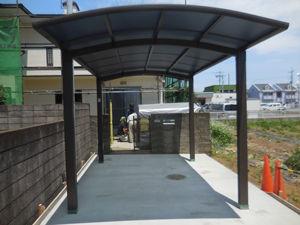 コンクリート打設。屋根を取り付け、完成です