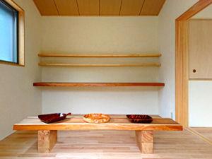 飾り棚を新設。オリジナルテーブル